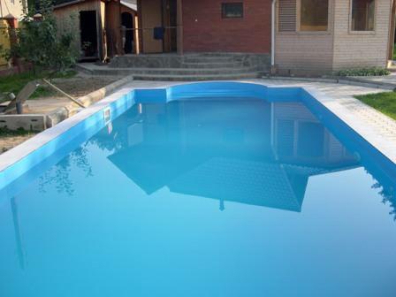 Пленка ПВХ используется для отделки водоемов и бассейнов