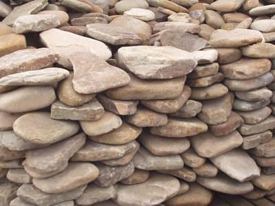 Природный камень — материал, который широко используется в строительстве дачных объектов
