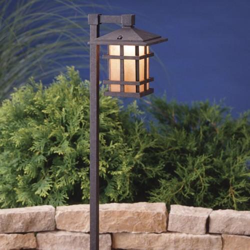 Самый обычный светильник в рустикальном стиле можно изготовить из подвального фонаря