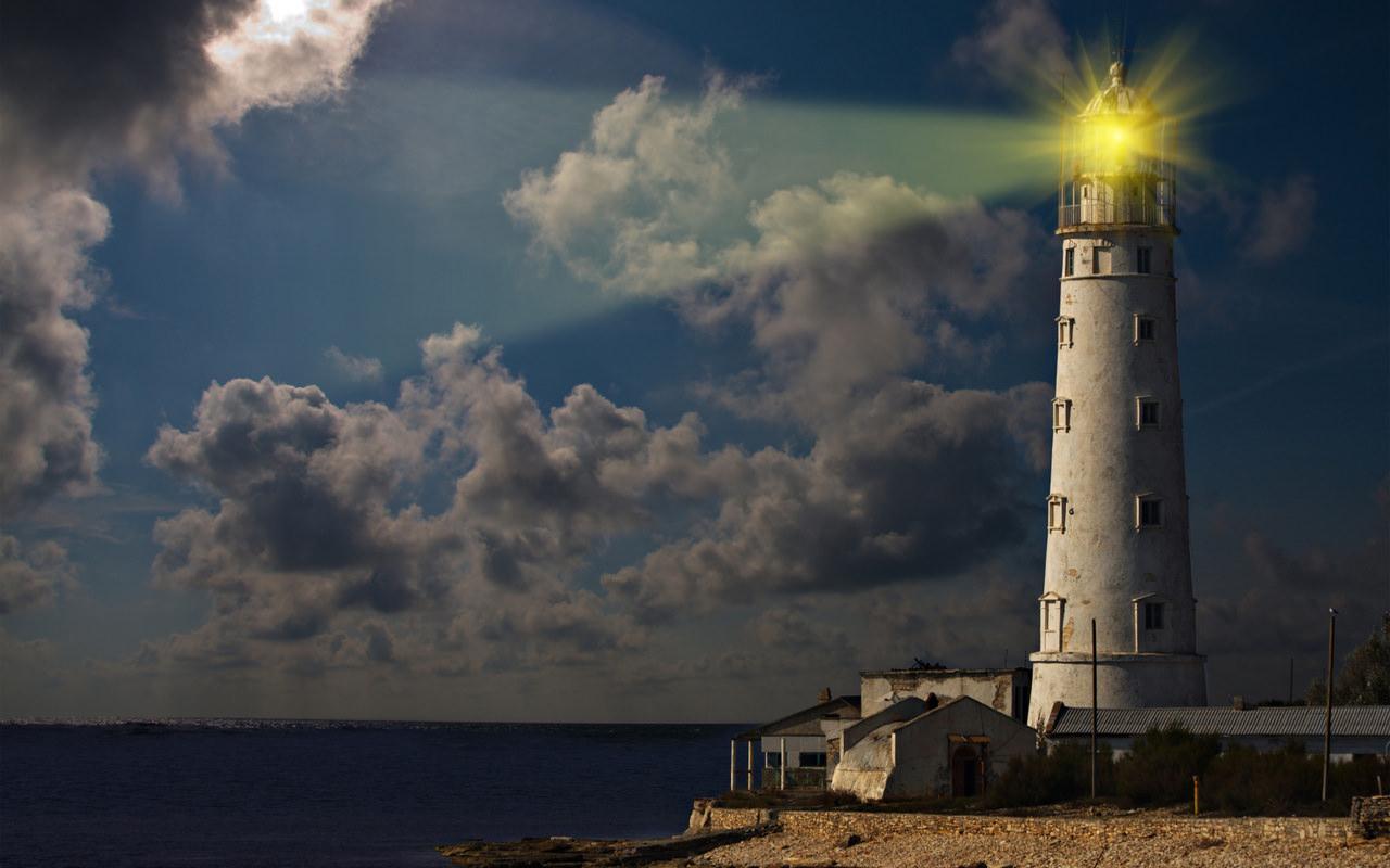 Садовый светильник в форме морского маяка – это оригинальная форма
