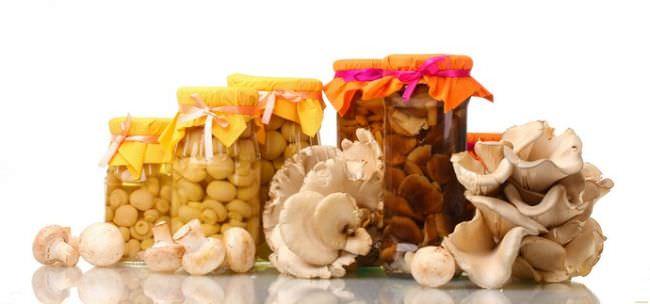 Нельзя употреблять в пищу грибные блюда детям дошкольного возраста и людям, имеющим болезни почек и желудочно-кишечного тракта