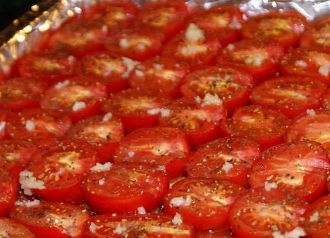 Вяленые томаты с мякотью тоже получаются вкусными
