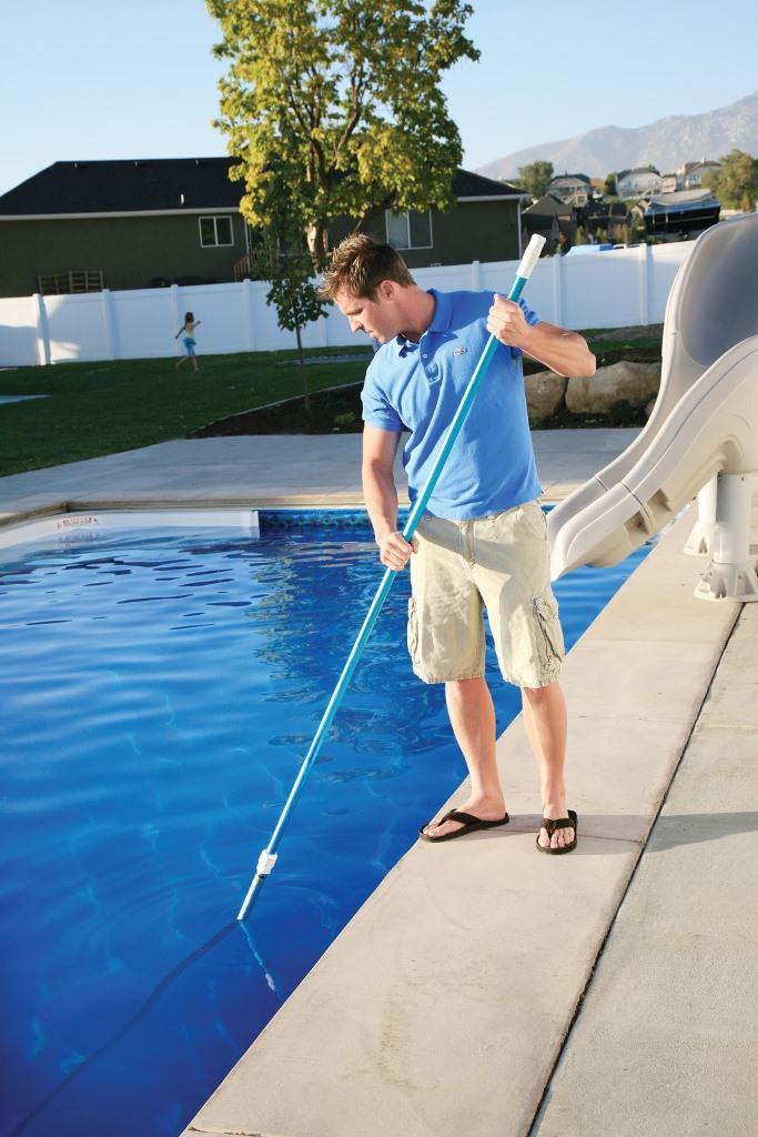После того, как куплен и установлен бассейн, можно начать активно эксплуатировать его, однако при этом необходимо предпринимать некоторые действия в сторону ухода за домашним водоемом