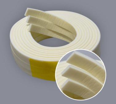 Специальный материал для утепления дверных стыков и швов — настоящее спасение от холода и сквозняков