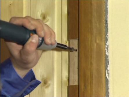 Утепление деревянной двери на даче: снятие коробки и двери, обшивка и установка на место