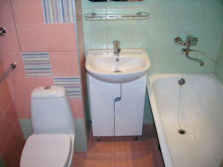 Выбирая дизайн ванной комнаты в дачном доме, не забудьте сделать его соответствующим размеру помещения