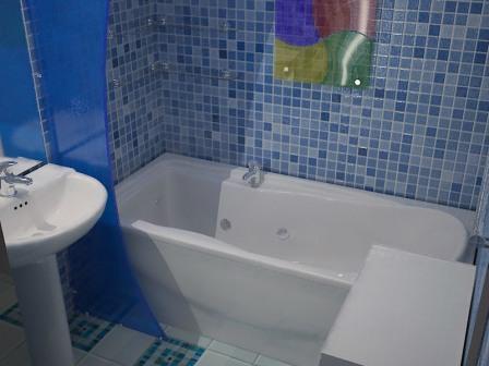 Важным этапом считается также декорирование и окончательное оформление ванной на даче
