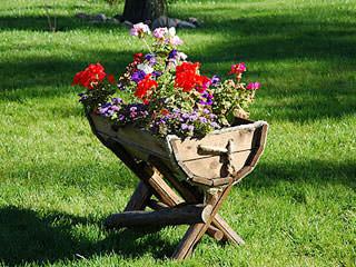 Оригинальные вазоны и цветочные горшки для дачи