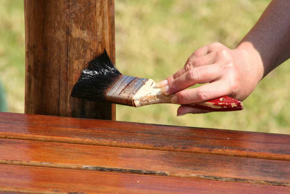 Какие методы защиты использовать для древесины на дачном участке?