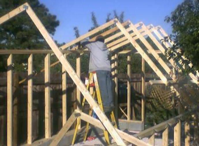 Устанавливаем деревянный каркас из бруса для зимней теплицы на даче