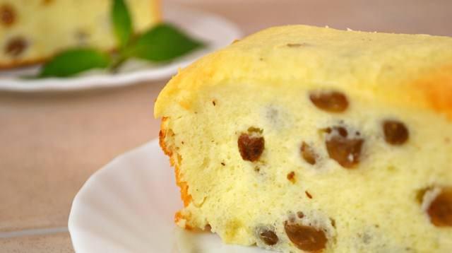 Лимонная цедра добавит пикантный вкус запеканке и сделает ее менее сладкой