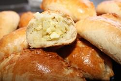 Пирожки с капустой и яйцом – рецепт, известный уже давно, но не потерявший своей актуальности