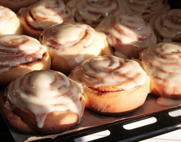 «Королевская» помадка прекрасно подойдет и для глазурирования кексов или пирожных