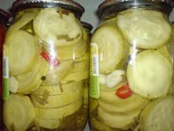По популярности среди домашних заготовок консервированные кабачки ничуть не уступают огурцам и помидорам