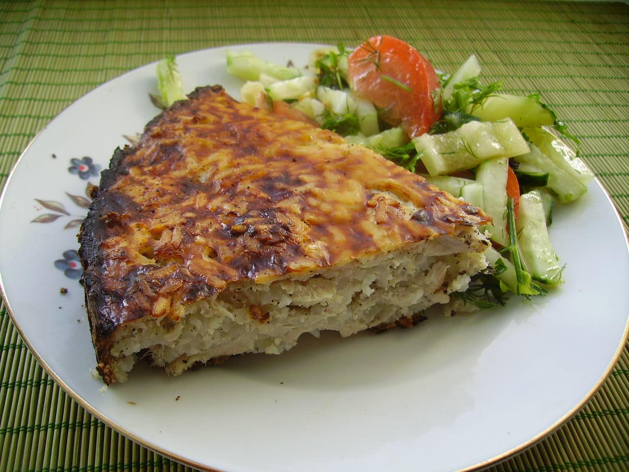 Подавать эту запеканку можно с салатом из свежих овощей