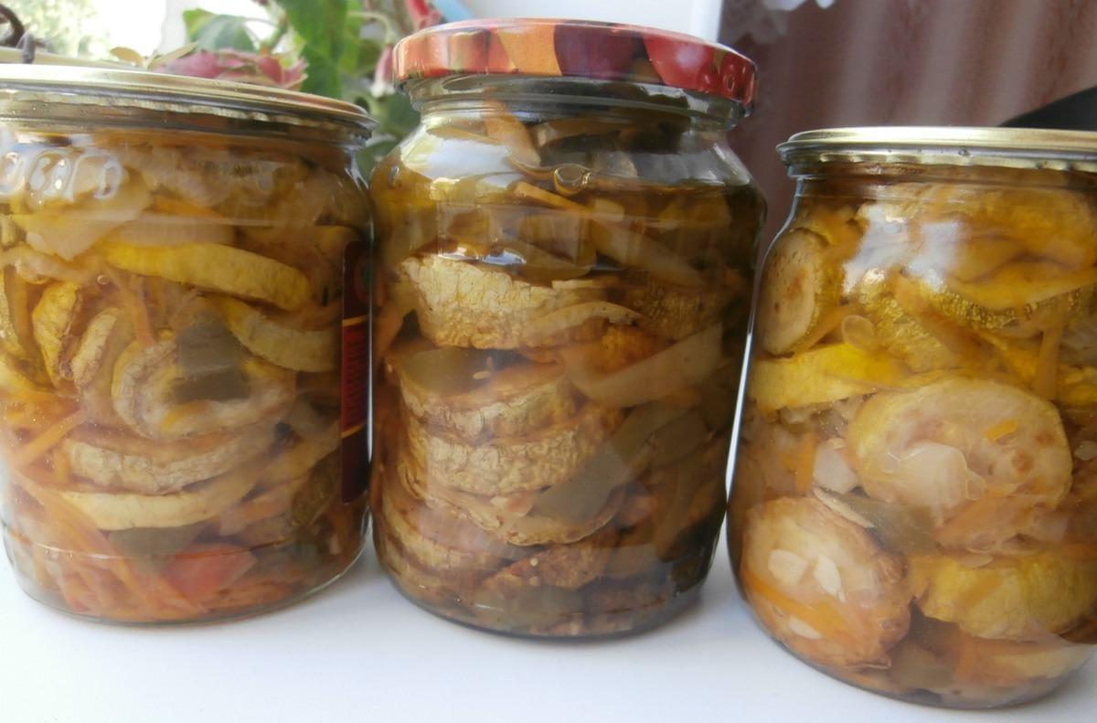 Для этого рецепта кабачки сначала обжаривают, а уже потом консервируют