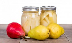 Законсервированные целиком или дольками плоды груши зимой будут напоминать о ярком солнечном лете