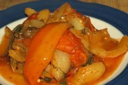 Болгарский жареный перец, консервированный на зиму целиком, будет отличным гарниром к картошке и мясу, а также закуской на праздничном столе