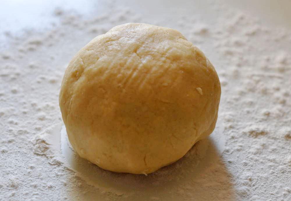 Пирожки с зеленым луком и яйцом в духовке