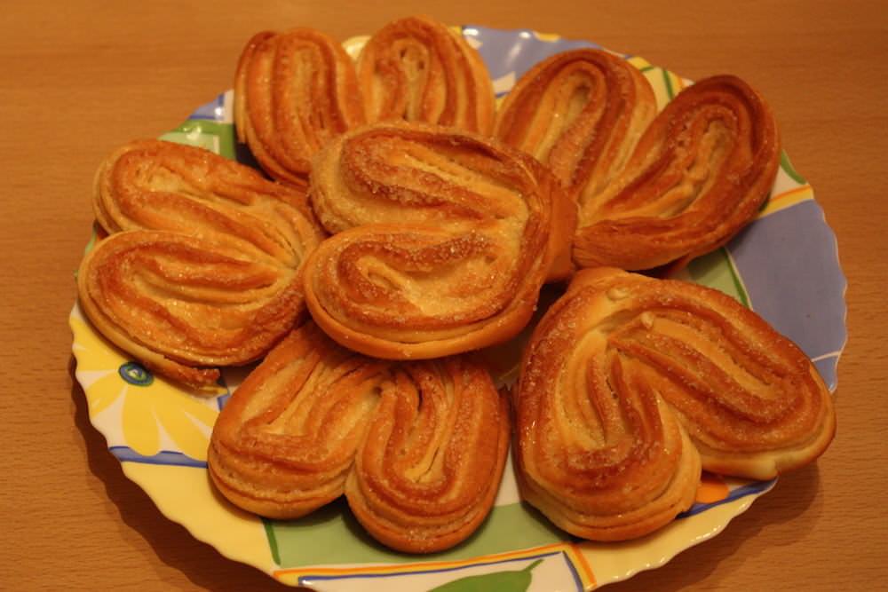 Необычный цвет булочек непременно привлечет внимание гостей во время чаепития