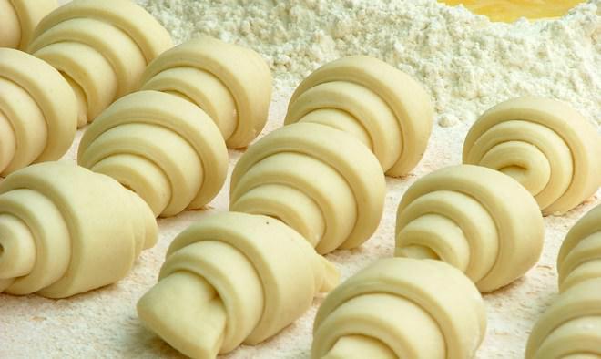 Тесто, предназначенное для круассанов и другой французской выпечки, отличается нежностью и мягкостью