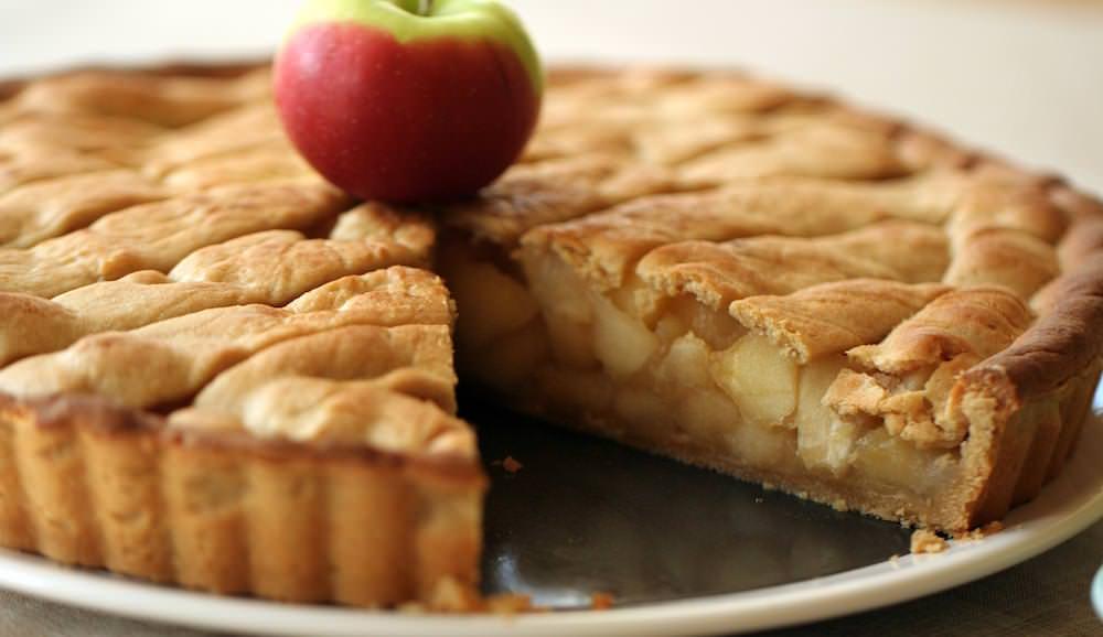 Добавлять можно любые фрукты и ягоды, это не испортит десерт, а наоборот, придаст ему новую вкусную нотку