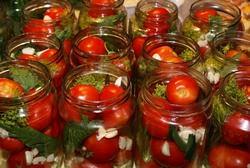 Зимой открытая баночка помидоров с аспирином вызовет удовольствие и восхищение домашних