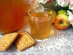 Яблочный сок приносит организму огромную пользу, насыщая витаминами различных групп и необходимыми для здоровья микроэлементами