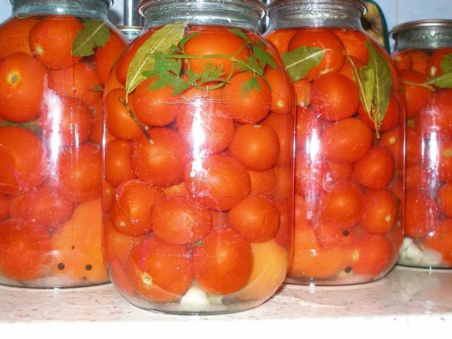 Маленькие помидоры с лимонной кислотой выходят ароматные и кисло-сладкие