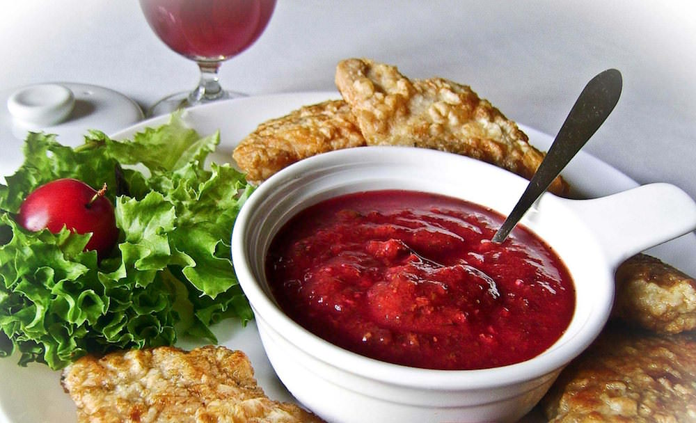 Такой соус, заготовленный на зиму, прекрасно подойдет к мясу