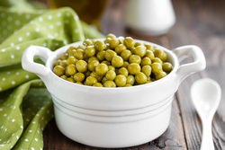 Консервация позволяет сохранить практически все полезные вещества и витамины в зеленом горошке