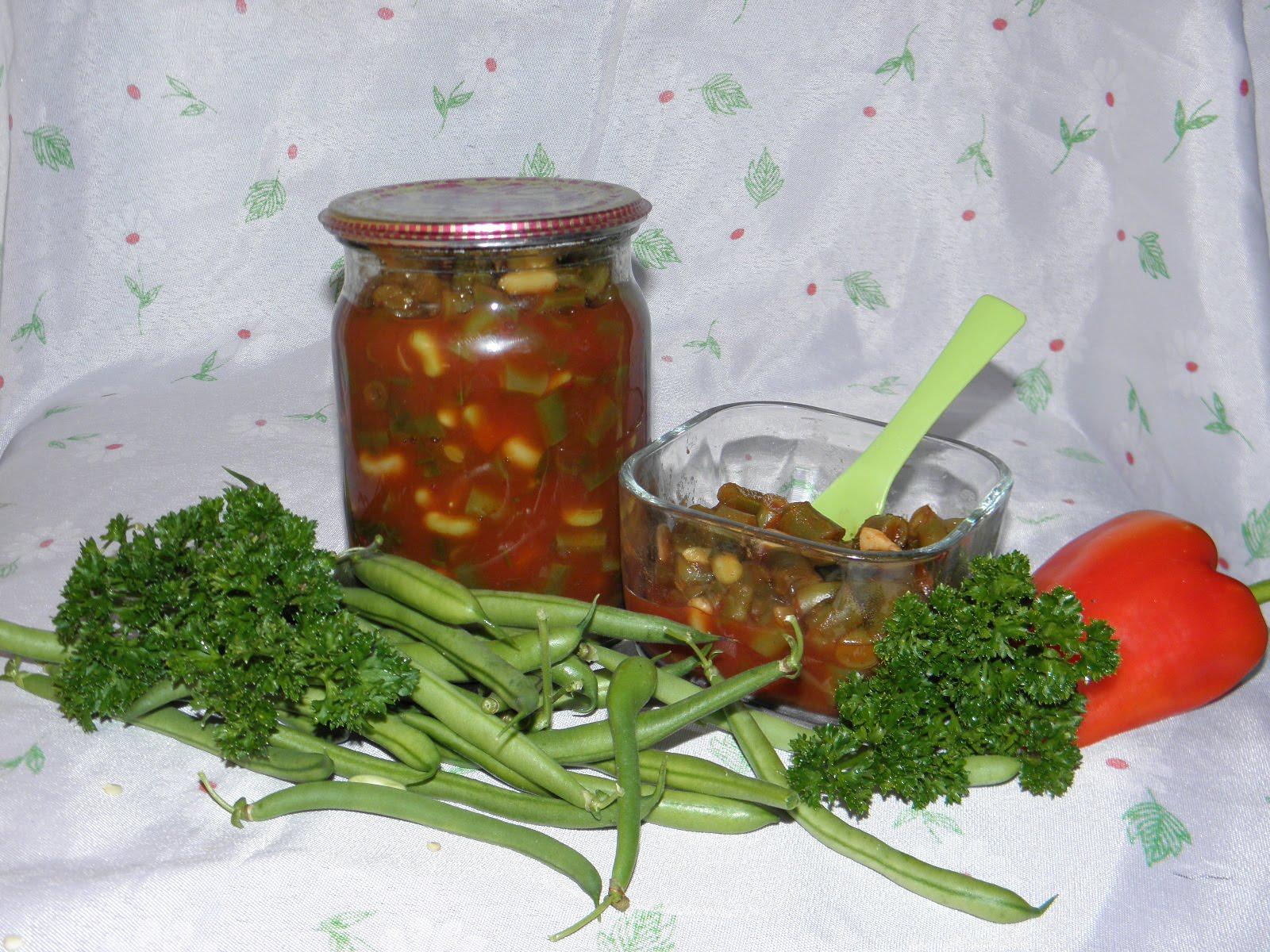 Для остроты в заготовку можно добавить красный болгарский перец