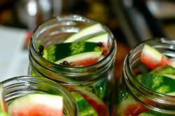 Разнообразить рацион, наполнить его витаминами в зимний период – это необходимость, поэтому важно знать, как сохранить арбуз на протяжении всего года