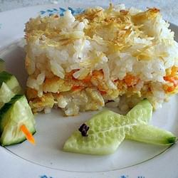 Запеканка с рисом и рыбой отличается низкой калорийностью и отменным вкусом