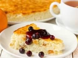 Творожно-рисовая запеканка – одно из тех блюд, которые способствуют разнообразию семейного меню