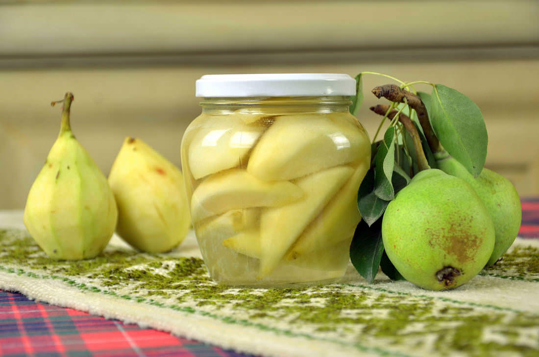 Небольшие маринованные плоды с пряными нотками станут находкой для тех хозяек, которые хотят порадовать родных чем-то особенным и оригинальным