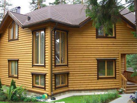 Виниловый блок хаус намного дешевле деревянного, но и по функциональности уступает последнему