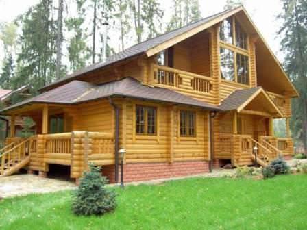 Виниловый блок хаус выглядит не так ярко, как деревянный