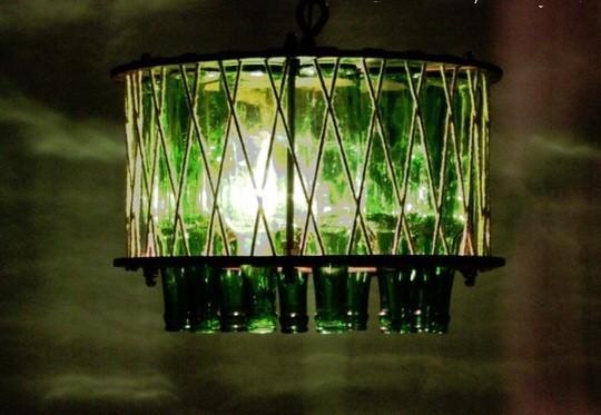 10 идей использования стеклянных и пластиковых бутылок на даче