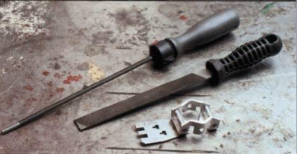 Используйте специальный набор для заточки цепи бензопилы