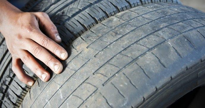 Старые автомобильные шины после длительного использования будут мягкими, и им легче придать желаемую форму