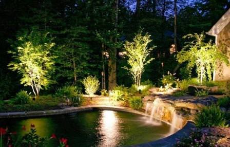 Декоративность и функциональность: садовая подсветка на участке