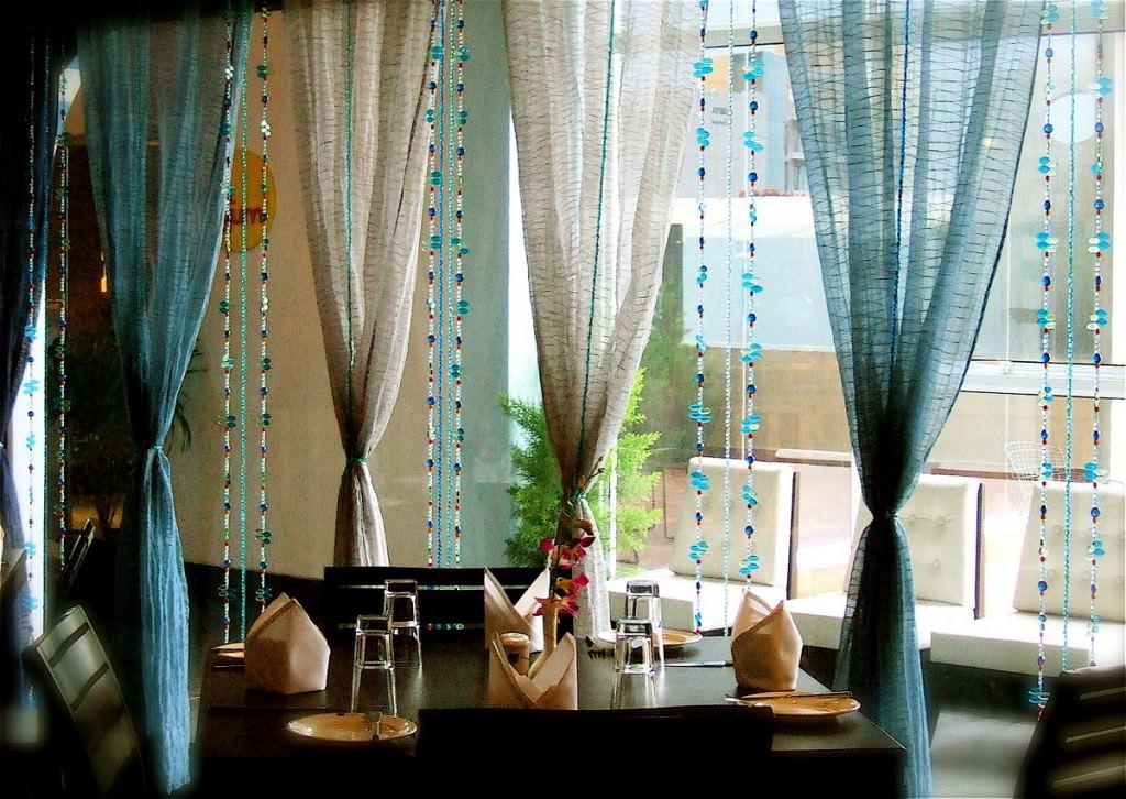 Стеклянные и пластиковые бусы для производства самодельных штор на окно и двери