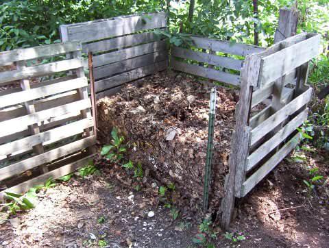Готовить компост на дачном участке очень полезно!!!