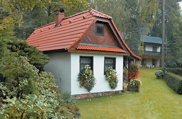 Данное сооружение является местом для приготовления пищи весной, летом и осенью, когда неохота забиваться в жаркий домик, да еще и разводить там запахи от варки и жарки