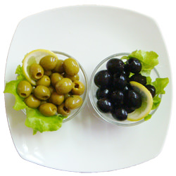 В чем разница между оливками и маслинами
