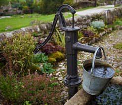 Как выбрать насос для водоснабжения загородного дома