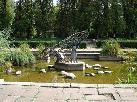 Архитектура и водоемы сада
