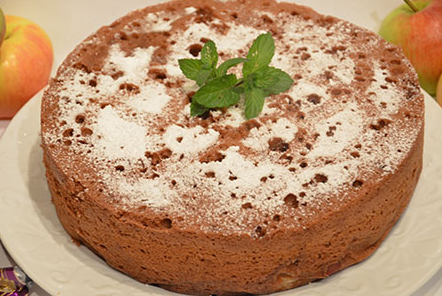 Если заранее запастись овсяной мукой, то буквально за полчаса можно сделать вкусный и полезный пирог