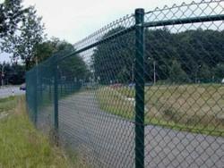 Дачный забор из сетки-рабицы